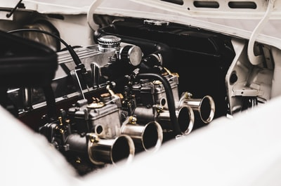 How to install an engine stud on a GMV